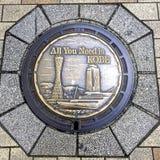 Близкое поднимающее вверх изображение красиво украшенного люка -лаза города Кобе, Японии стоковое изображение rf