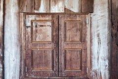 близкое старое окно стены деревянное Стоковое фото RF