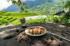 Блинчики и вьетнамцы вводят кофе в моду с живописной предпосылкой Стоковые Изображения RF