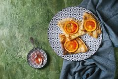 Блинчики с кровопролитными апельсинами Стоковое Изображение RF