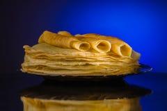 Блинчики блинчики утончают Русское bliny maslenitsa, blini, завтрак, crepe, мед, печенье, стог, блинчик, русский, предпосылка, c стоковое фото rf