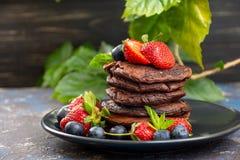 Блинчики шоколада с ягодами Стоковое фото RF