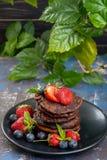 Блинчики шоколада с ягодами Стоковые Изображения
