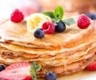 Блинчик. Crepes с ягодами стоковые фотографии rf