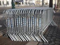 Блокируя баррикады, сдерживание толпы, безопасность NYPD, NYC, NY, США стоковое изображение rf