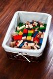 блоки кладут деревянное в коробку Стоковые Изображения RF