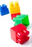 блоки строя цветастую изолированную игрушку стоковое фото