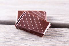 Блоки шоколада над деревянным столом Стоковая Фотография RF