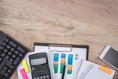 Блокнот, компьтер-книжка клавиатуры бумаги диаграммы дела Стоковые Изображения RF