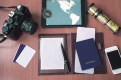 Блокнот, кредитные карточки, паспорт, билет, камера фото стоковая фотография rf