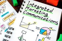 Блокнот с маркетинговыми коммуникациями знака интегрированными IMC стоковая фотография rf