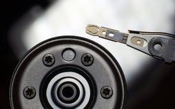 Блок блока жесткого диска компьютера, который извлекли от машины в конце вверх Стоковые Фотографии RF