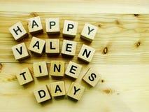 Блок счастливого дня ` s валентинки деревянный Стоковая Фотография RF
