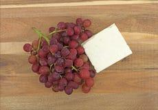 Блок сыра фета с свежими виноградинами Стоковое фото RF
