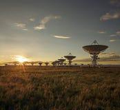 блок dishes большой спутниковый заход солнца очень Стоковые Фотографии RF