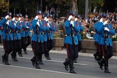 блок serbian в марше предохранителей армии Стоковое фото RF