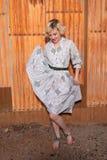 Блондинка в housedress Стоковая Фотография