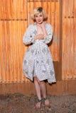 Блондинка в housedress Стоковые Изображения