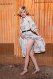 Блондинка в housedress Стоковое Изображение