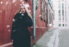 Блондинка и красный цвет Стоковая Фотография RF