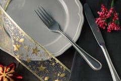 Блюдо рождества при красная тонизированная игрушка дерева и добавленное bokeh Стоковые Фото