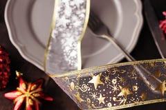 Блюдо рождества при красная тонизированная игрушка дерева и добавленное bokeh Стоковое Изображение RF