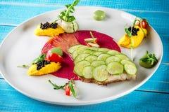Блюдо рыб - зажаренные филе и овощи рыб Стоковые Изображения RF