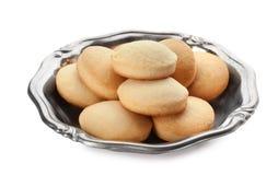 Блюдо с изолированными печеньями на исламские праздники eid mubarak стоковая фотография rf