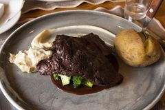 Блюдо с стейком кита в Норвегии Стоковое фото RF