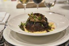 Блюдо Ossobuco готовое для еды стоковая фотография rf