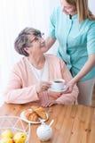 Богатая пожилая женщина имея заботу стоковые изображения rf