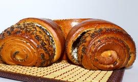 Богатая сладкая плюшка с завалкой макового семенени стоковая фотография rf