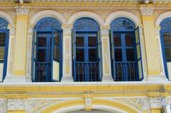 Богато украшенная колониальная улица 5 purvis окон и штарок, Сингапур Стоковое Изображение