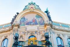 Богато украшенная мозаика под куполом и над балконом на архитектурноакустически tra стоковое фото rf