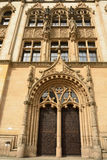 Богато украшенная портальная дверь суда magistrates' строя Amtsgericht Магдебург в Магдебурге Стоковые Фото