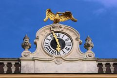 Богато украшенные часы, дворец Schoenbrunn, вена, Австрия Стоковая Фотография