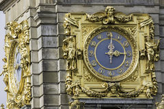 Богато украшенные часы золота на 3pm Стоковые Изображения