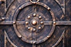 Богато украшенные чугунные элементы украшения строба металла стоковая фотография