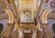 Богато украшенный орган церков dei Francesi Сан Luigi в Риме стоковое фото