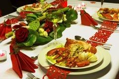 Богато украшенный рождественский ужин с омаром Стоковые Изображения