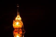 Богато украшенный стеклянный колокол изолированный на черной предпосылке Стоковое Фото