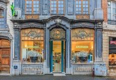 Богато украшенный фронт магазина фармации Стоковое Изображение RF