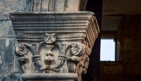 Богато украшенный штендер в Дубровнике стоковые изображения