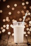 Богатый сметанообразный smoothie с праздничными светами партии Стоковая Фотография RF