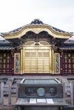 Богатый украшенный фасад святыни Toshogu в парке Ueno (Uenokoen) в токио, Японии Стоковые Фотографии RF