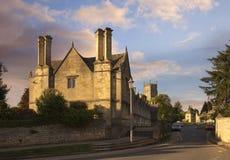 Богадельни и церковь на откалывать Campden, Cotswolds, Gloucestershire, Англию стоковые фото