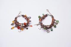2 богемских браслета стиля с серебряными шкентелями Стоковая Фотография RF
