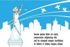 Богиня правосудия Themis на предпосылке города Концепция мира, безопасности и невосприимчивости Femida с балансом и шпагой Стоковая Фотография RF