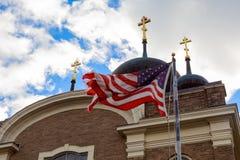 Бог благословляет флаг Америки американский и steeple церков стоковая фотография rf