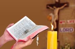 бог jesus моля к Стоковые Фото